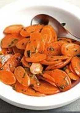Легкий салат с эстрагоном и морковью