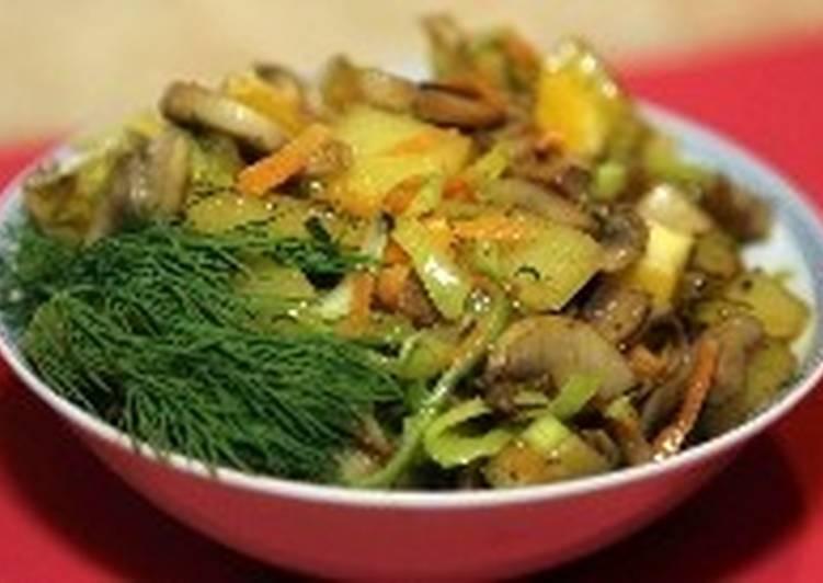 Тушеный в микроволновке картофель с грибами