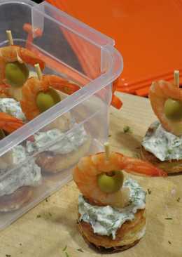 Новогодняя закуска - канапе с креветками
