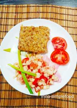 Форшмак запеченный с сельдью и мясом с салатом из яблок и сельдерея