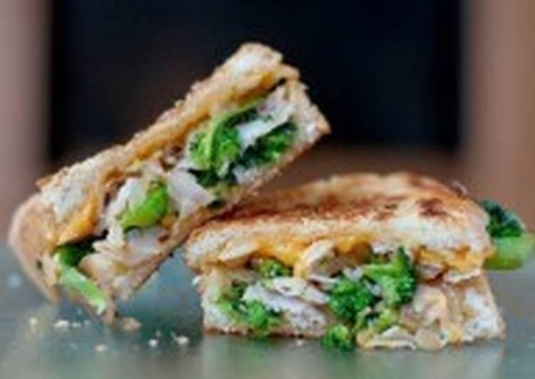 Сэндвич с курицей, брокколи и сыром