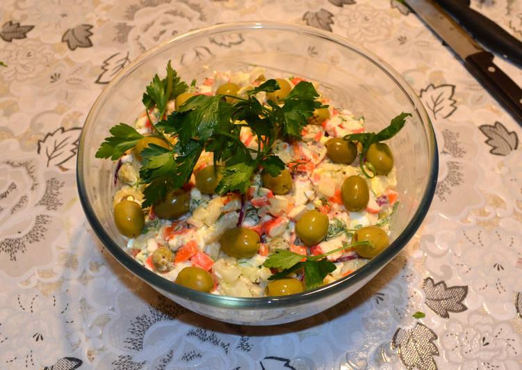 Салат с кальмарами, крабовыми палочками и сельдереем! Отличный вкус
