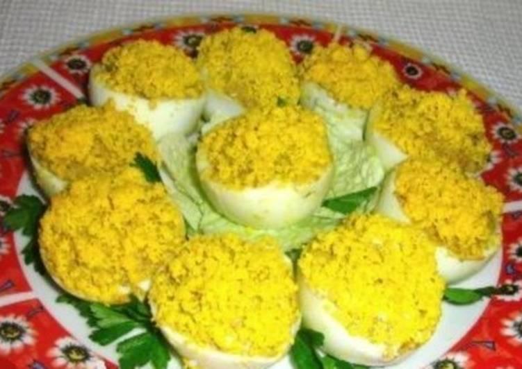 Закуска из фаршированных паштетом яиц