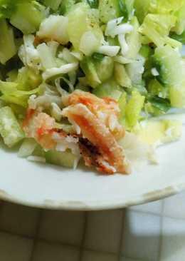 Салат с авокадо и крабом