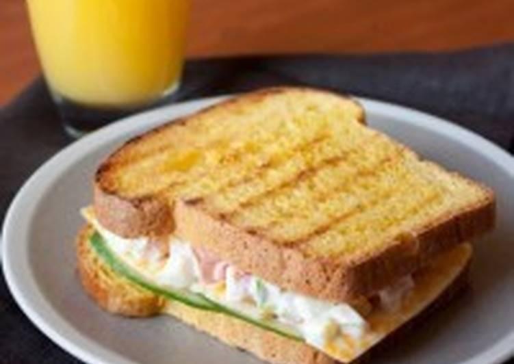 Сэндвич с яично-овощным салатом