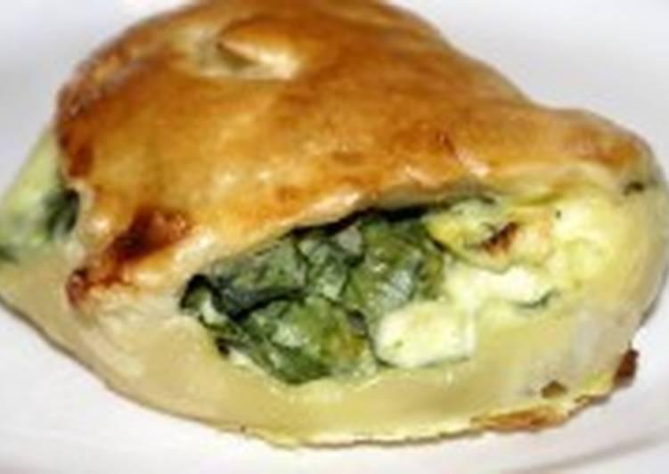 Пирожки с сыром и шпинатом слоеные