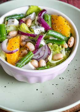 Апельсиновый салат с фетой, белой и зеленой фасолью