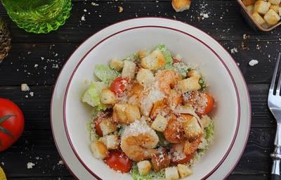 Салат из тигровых креветок с оливковым тар-тар