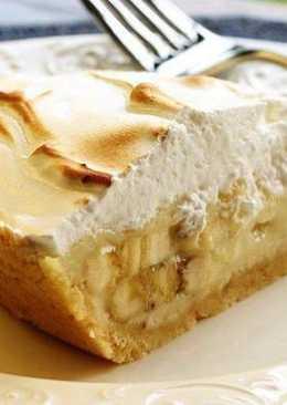 Банановый пирог с творогом и печеньем