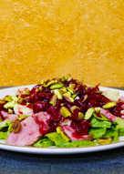 Салат с уткой, бри, вишней и фисташками. #кулинарныймарафон