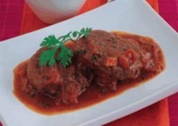 Диетические говяжьи отбивные под томатным соусом