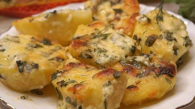Картофель в духовке в чесночном масле с сыром