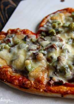 Пицца в форме сердца из слоеного теста