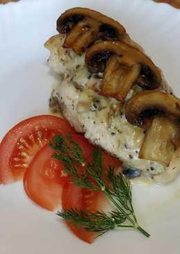 Куриные грудки в сырно-грибном соусе с прованскими травами