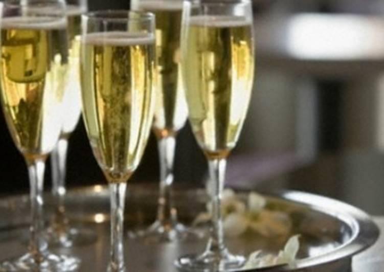 Коктейль с бренди и шампанским «1940-е»