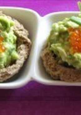 Бутерброды с салатом из авокадо и яиц