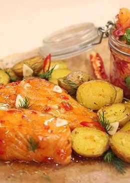 Лосось с печеным картофелем и сальсой из мандаринов