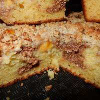 Дрожжевой пирог с начинкой из творожных шариков и слив. С ореховой крошкой #спас