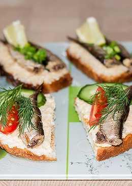 Бюджетные праздничные бутерброды со шпротами