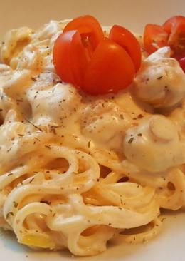 Спагетти с грибами и креветками под сливочным соусом. Божественно