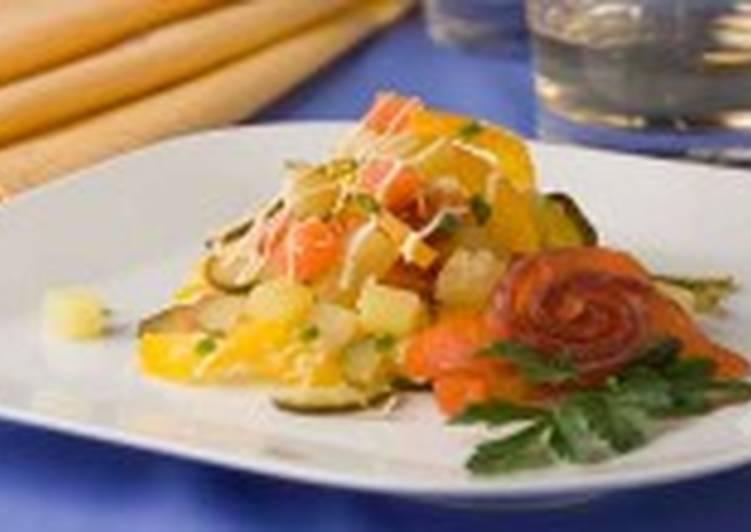 Салат из копченой рыбы с рисом и хреном