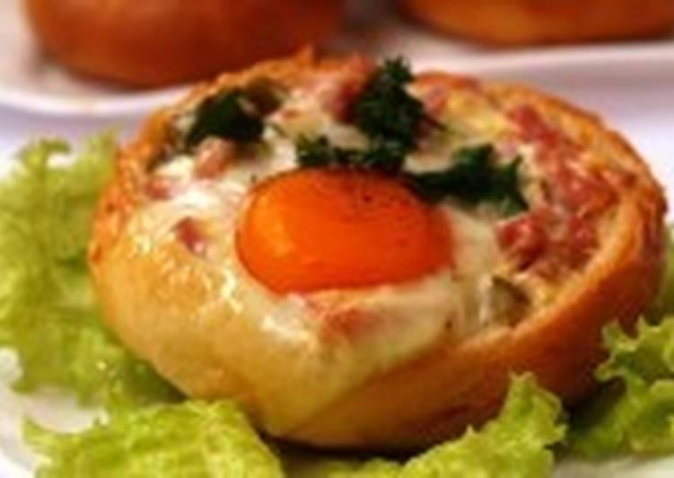 Закусочные булочки с яйцом и ветчиной