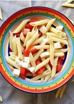 Холодная паста с моцареллой и помидорами
