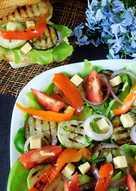 Салат с овощами-гриль и ароматизированным маслом