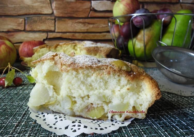 Шарлотка с грушами и яблоками