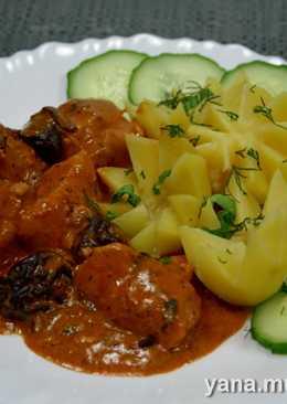 Мясо с черносливом и паровой картофель
