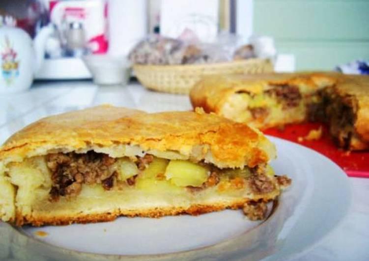Пирог с картошкой и фаршем на Пасху
