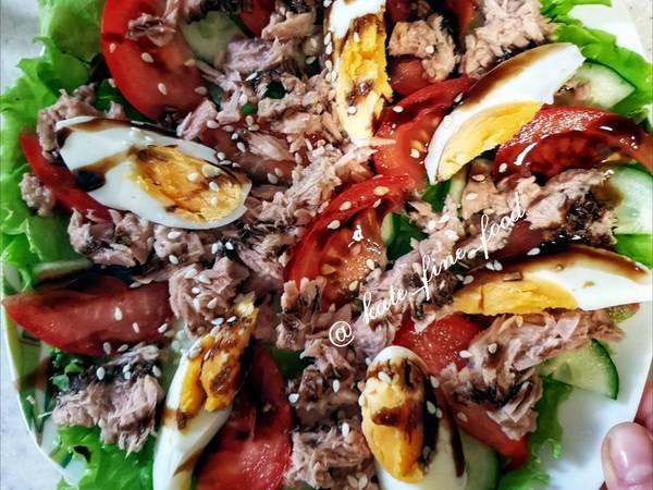 Простой но очень сочный салат с тунцом #кулинарныймарафон