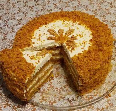 Морковный бархатный торт с апельсиновой цедрой и грецкими орехами