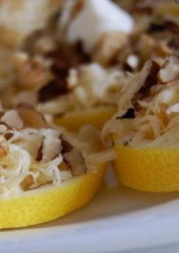 Лимоны с орехами к коньяку