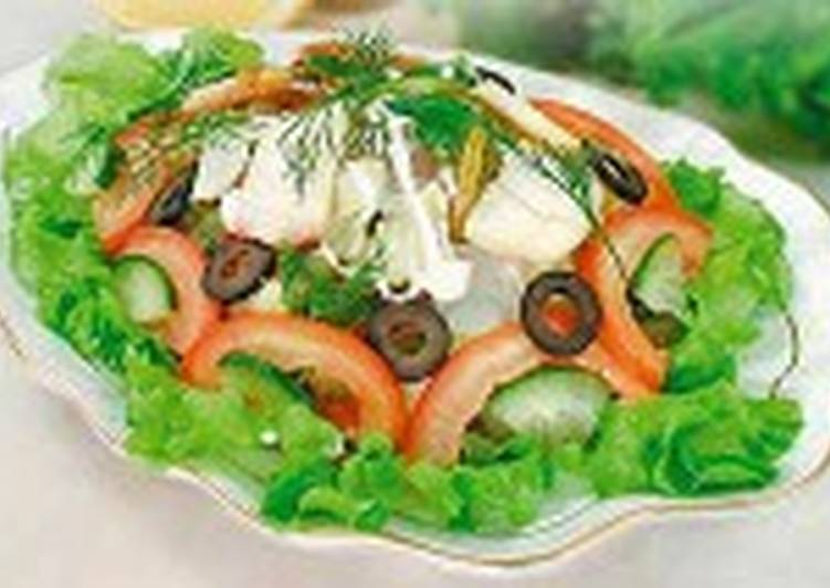 Салат из осетрины с помидорами