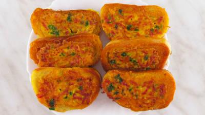 Быстрые горячие бутерброды на сковороде с колбасой, сыром и яйцами