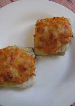 Минтай запеченный с сыром и морковью