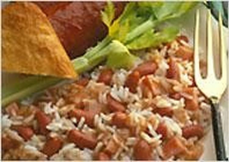 Рис с красной фасолью и копченой колбасой