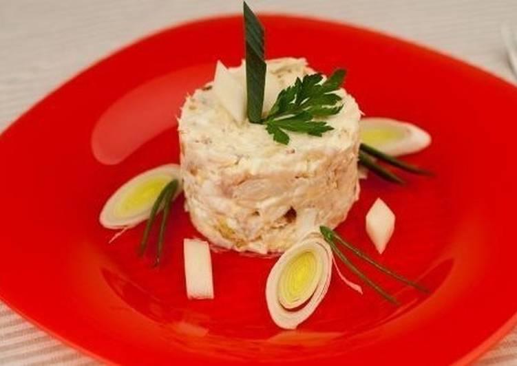 Салат с копченой треской и яйцом