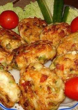 Котлет из куриного мяса с овощами и сыром