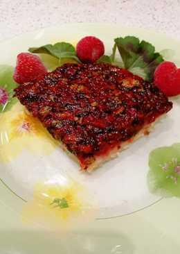 Открытый пирог с клубникой и щавелем