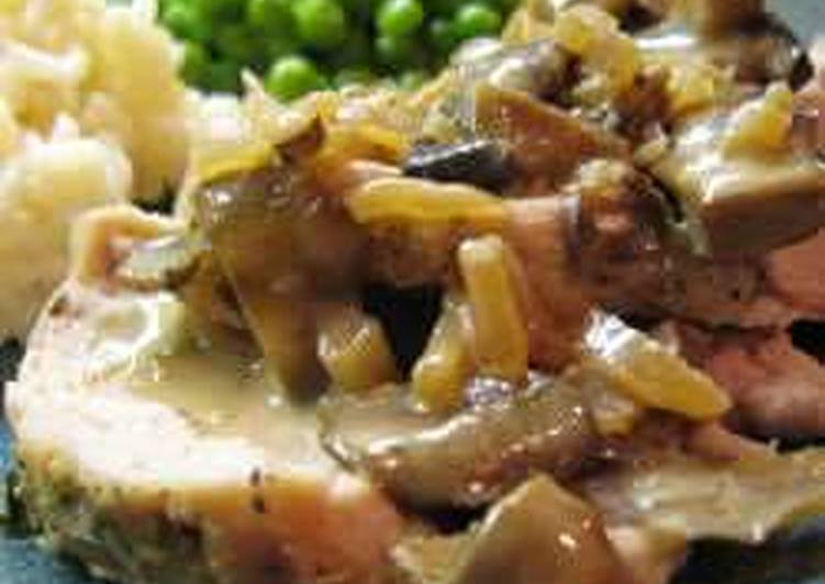 Свиная вырезка с грибным соусом по-французски