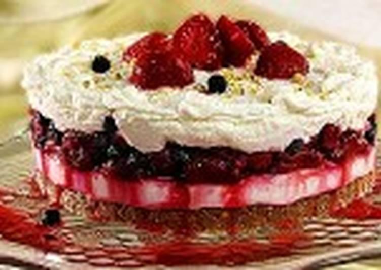 Ягодно-творожный торт с фисташками