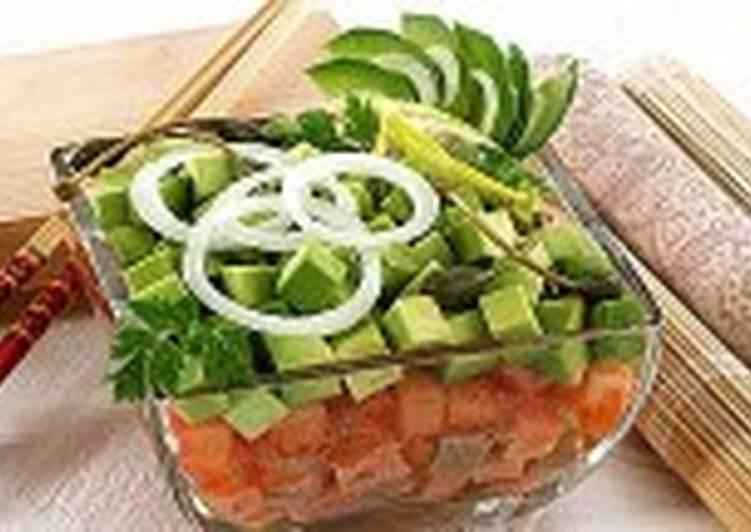 Салат из сырых овощей и рыбы