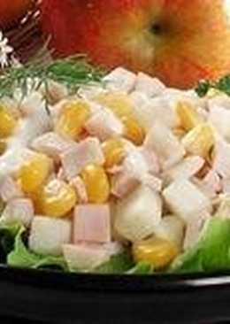 Салат из яблок и кукурузы с кальмарами