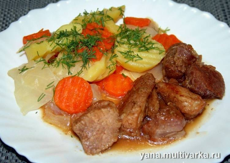 Мясо в соусе с овощным гарниром в скороварке
