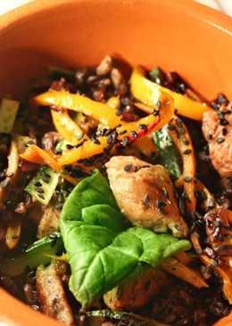 Жареный рис с индейкой и овощами