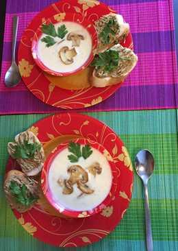 Сливочный крем-суп с шампиньонами (подача с домашним паштетом)