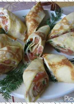Блинные рулетики с сливочным сыром, лососем и зеленью
