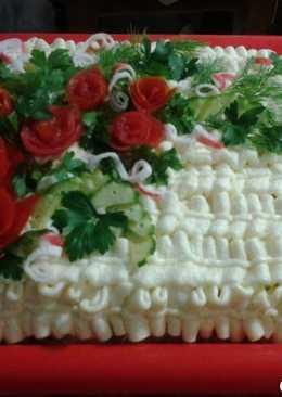 Торт-салат с копченой колбасой и крабовыми палочками